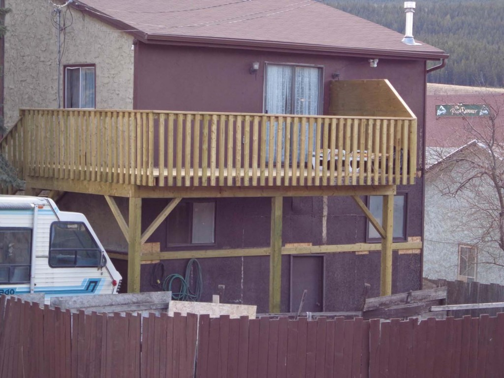 20 wonderful second story balcony house plans 79932 for Second story balcony